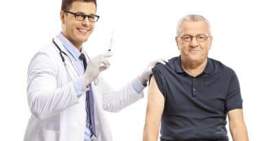 vacunarse, la mejor estrategia para prevenir contagio en los adultos mayores
