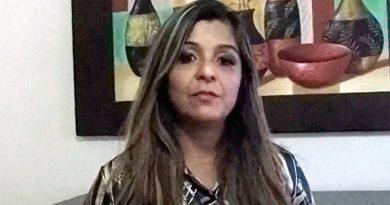 Foto de la licenciada Claudia Sandoval, directora de la Fundación Un Hogar Para el Abuelo