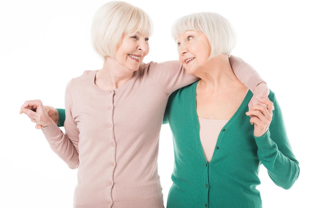 adultas mayores sonriendo