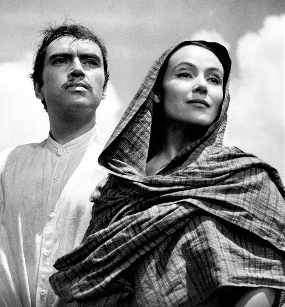 Dolores del Río y Pedro Armendáriz en la película María Candelaria.