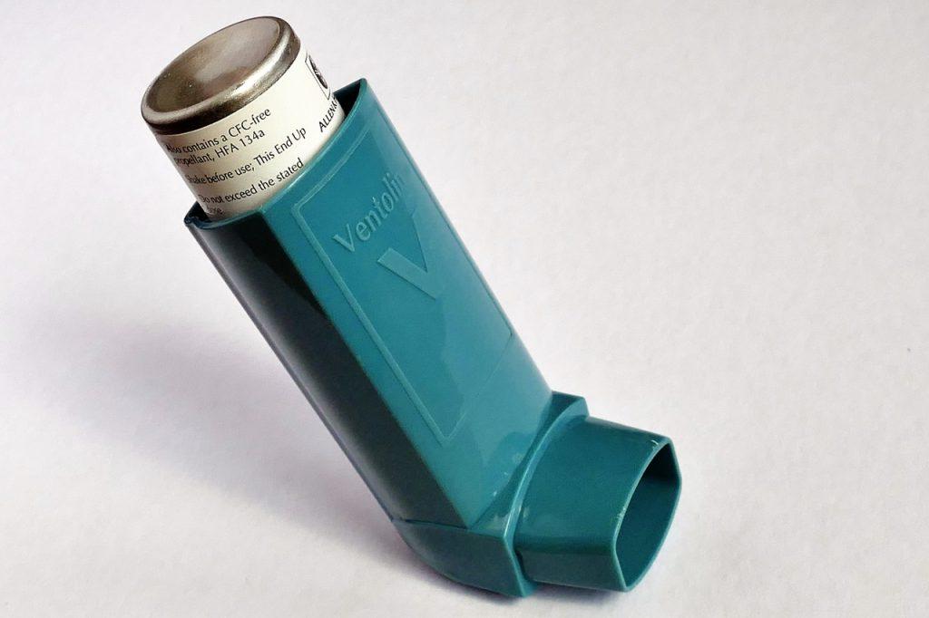 Inhalador para paciente con ama.